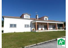 Recent 5 bedroom villa c, land of about 1.600m2 (approx. 0.39 acre).  Coimbrão. MR-1154