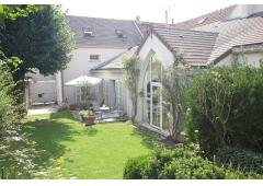 Charming house with garden in center of BIEVRES/ FRANCE