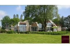 South Burgundy : impressive contemporary house - M140