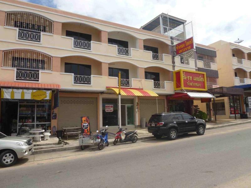 Triple Storey Shop house 240 sqm to sale