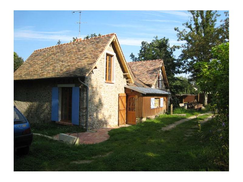 FULLY FURNISHED CHARMING HOUSE, WITH A GARDEN , near Versailles