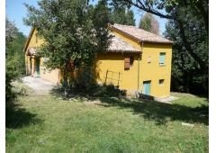 country house with 3,5 hectares of farmland