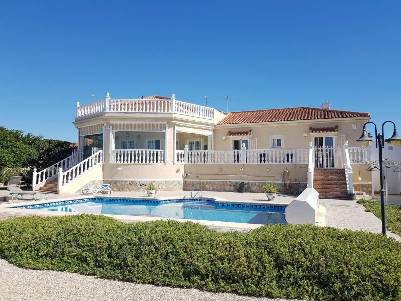 Perfectly maintained country villa in Catral, Alicante