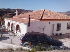 A FULLY RENOVATED DETACHED TRADITIONAL STONE HOUSE WITH DOUBLE GARAGE IN LA SOUTERRAINE 23300